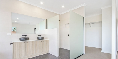 89 Erica St Cannon Hill-ensuite2